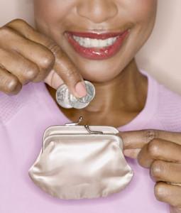 財布とコインの画像